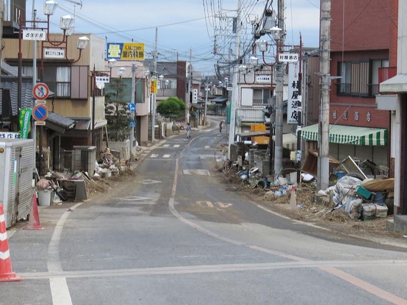 昨日やっと水がひいた橋本町を橋からみる.jpg