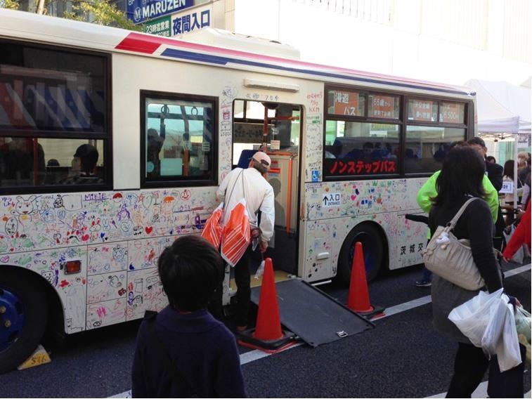 rakugaki-bus.jpg